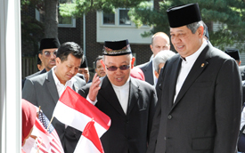 indonesian-president-entering-imaam-sept-26-2014-275x172