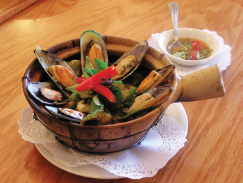 Hoi Obb - Steamed Mussels